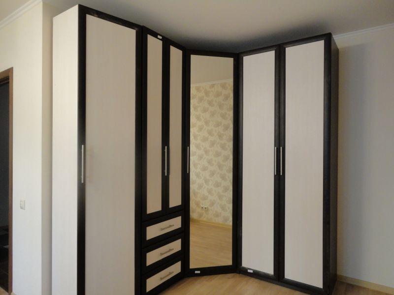 Шкафы плательные фото